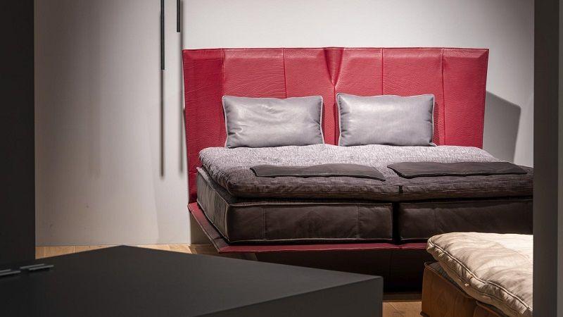 Кровать De Sede DS-1155 из кожи NECK. Модель 2019 года.  Пусть ваши ночи будут незабываемыми.