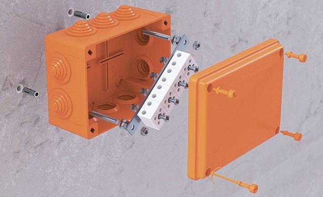 Защита электросети от пожара: новые огнестойкие коробки DKC FS.
