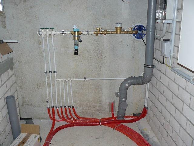 Замена труб водопровода и канализации.