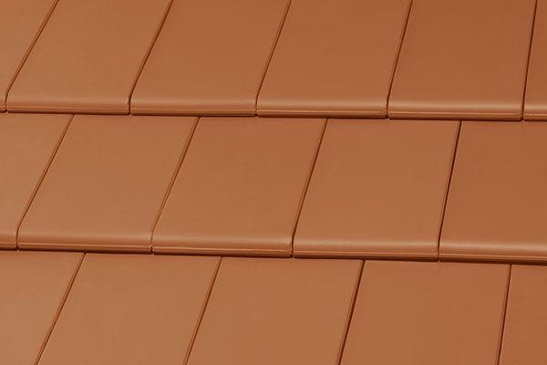 Новый цвет плоской черепицы BERGAMO - Классический красный с натуральным покрытием.