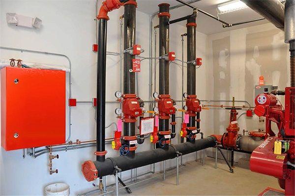 Щиты для пожарной автоматики ЩМП IP54 IEK® в красном цвете.